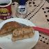 Receita saudável de bolinho de banana de caneca com doce de leite fit