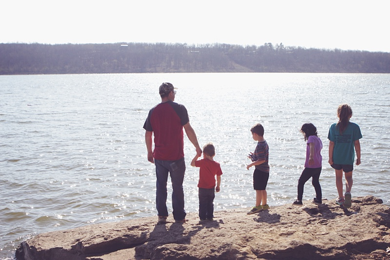 Ft. Gibson Lake at Sequoyah State Park easy hiking Fossil Trail with the family