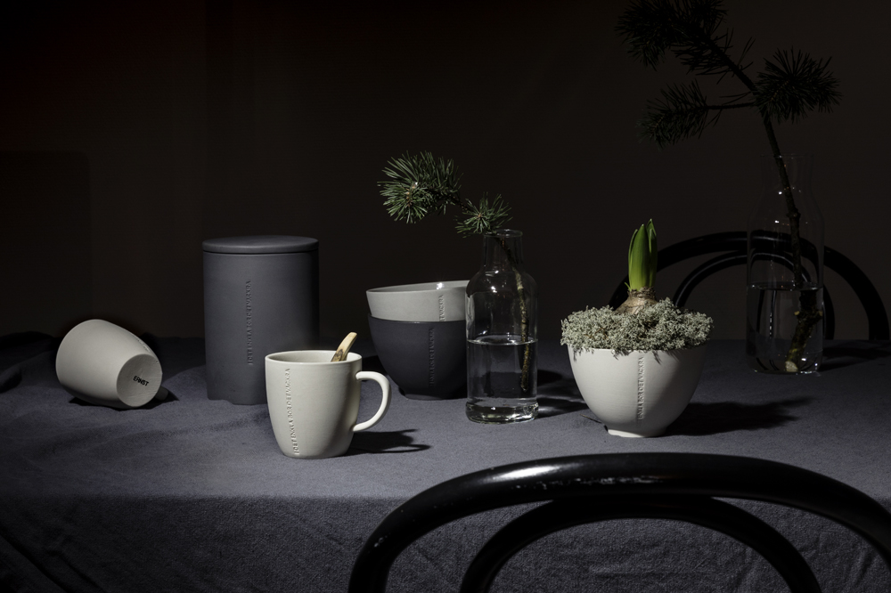 Ernst, Sweden, scandinavian design, kitchen, nordic home, Visualaddict, photography, valokuvaaja, Frida Steiner, dark, tablemood, tablescape, linen, ceramics, keramiikka, keittiö, kattaus, table setting, dinner, Christmas