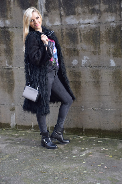black outfit how to wear black december  outfits winter outfits fashion bloggers italy italian web influencer mariafelicia magno color block by felym fashion bloggers