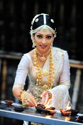 Gorgeous Sri Lankan Bride In Traditional Saree.