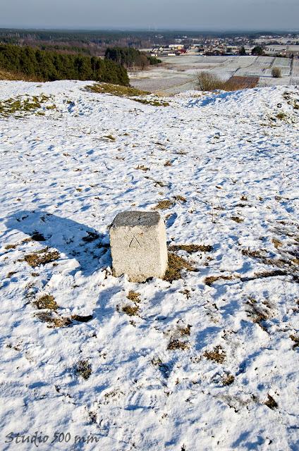 Punkt triangulacyjny na Wzgórzy Bełczyna (Bałczyna) w Olszykie koło Ostrzeszowa