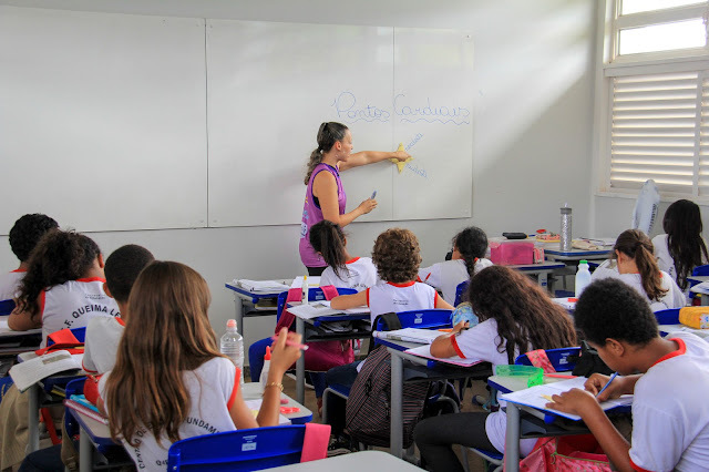 Secretaria de Educação vai convocar 4 mil temporários