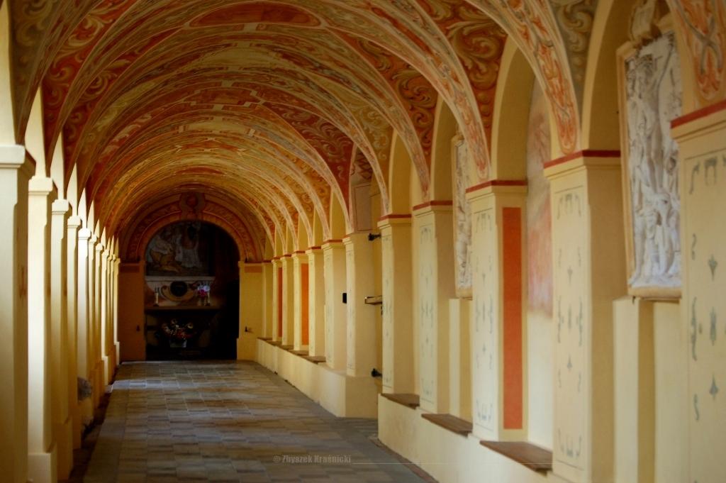 Stoczek Klasztorny – warmińskie sanktuarium wśród pól i ciszy, krużganki