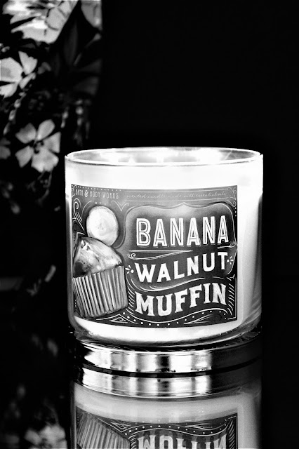 avis bougie banana walnut muffin bath and body works, bougie parfumée banana walnut muffin bath & body works, banana muffin candle, bougie parfumée à la banane bath & body works, bath and body works banana candle, bougies bath body works, 3 wicks candle, bougies, candles, home fragrance, blog sur les bougies, meilleure marque de bougie parfumée