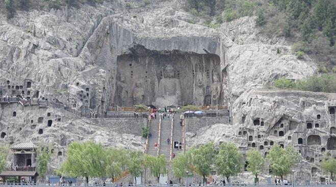 ถ้ำผาหลงเหมิน (Longmen Grottoes)