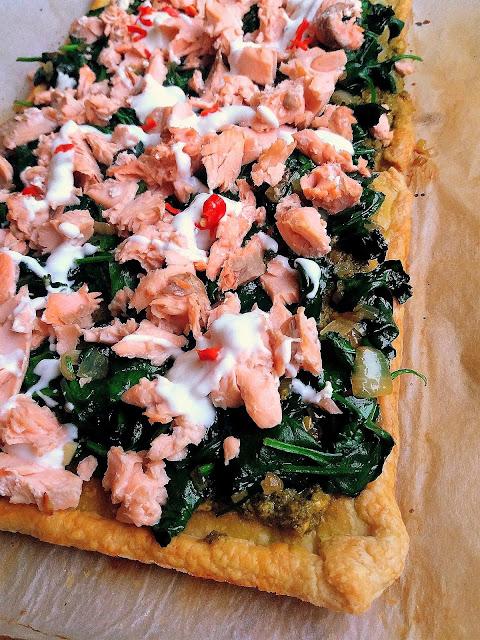 Szybka tarta z łososiem, szpinakiem i pesto / Salmon, Spinach and Pesto Tart