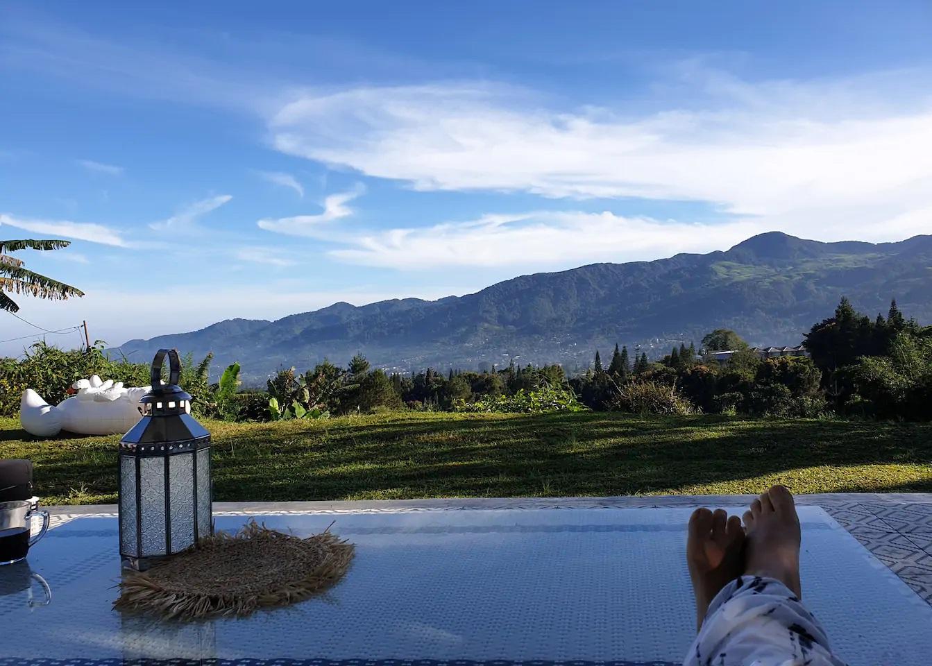 villa puncak view gunung ada kolam renang