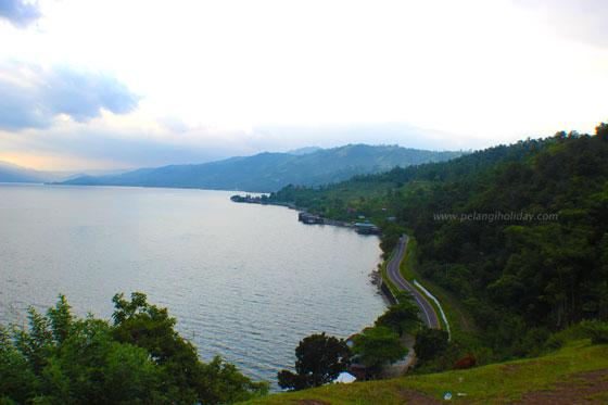 Nikmati keindahan danau singkarak dari ketinggian