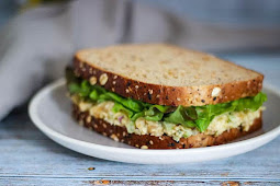 EASY VEGAN CHICKPEA SALAD SANDWICH RECIPE – ONLY 5 INGREDIENTS!