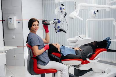 Endodoncja w stomatologii, czyli leczenie kanałowe pod mikroskopem