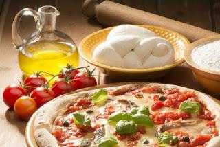 طريقة عمل البيتزا في المنزل خطوة بخطوة بسهولة