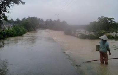 Teluk Kuantan Banjir, Jalan Terisolasi