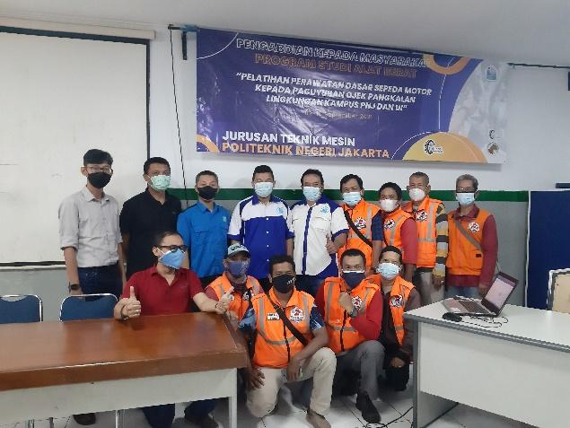 Puluhan Driver Opang Dapat Pelatihan Servis Motor dari Dosen PNJ