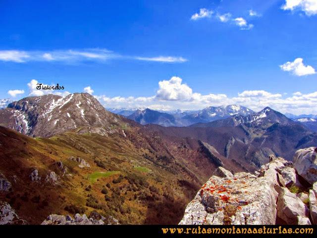 Ruta al Campigüeños y Carasca: Desde la Carasca, vista del Tiatordos, Collau Zorru, Peña Ten y Pileñes y Maciédome