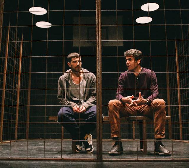 [Teatro] [Última semana] O premiado espetáculo 'Tebas Land' encerra temporada, neste domingo (28/04),    no Teatro PetroRio das Artes, no Shopping da Gávea