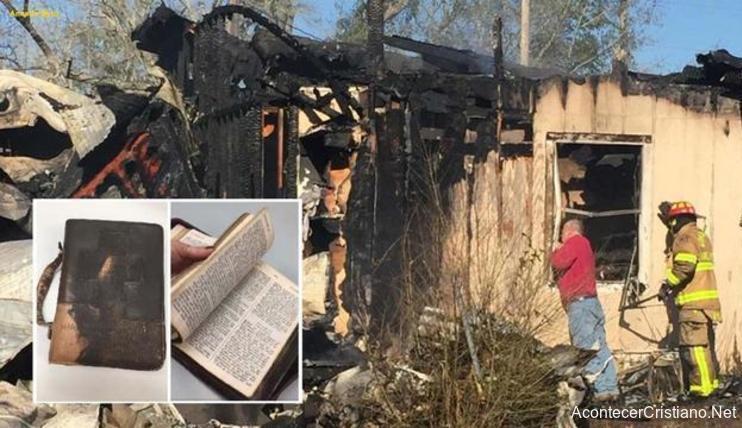 BIblia intacta en incendio
