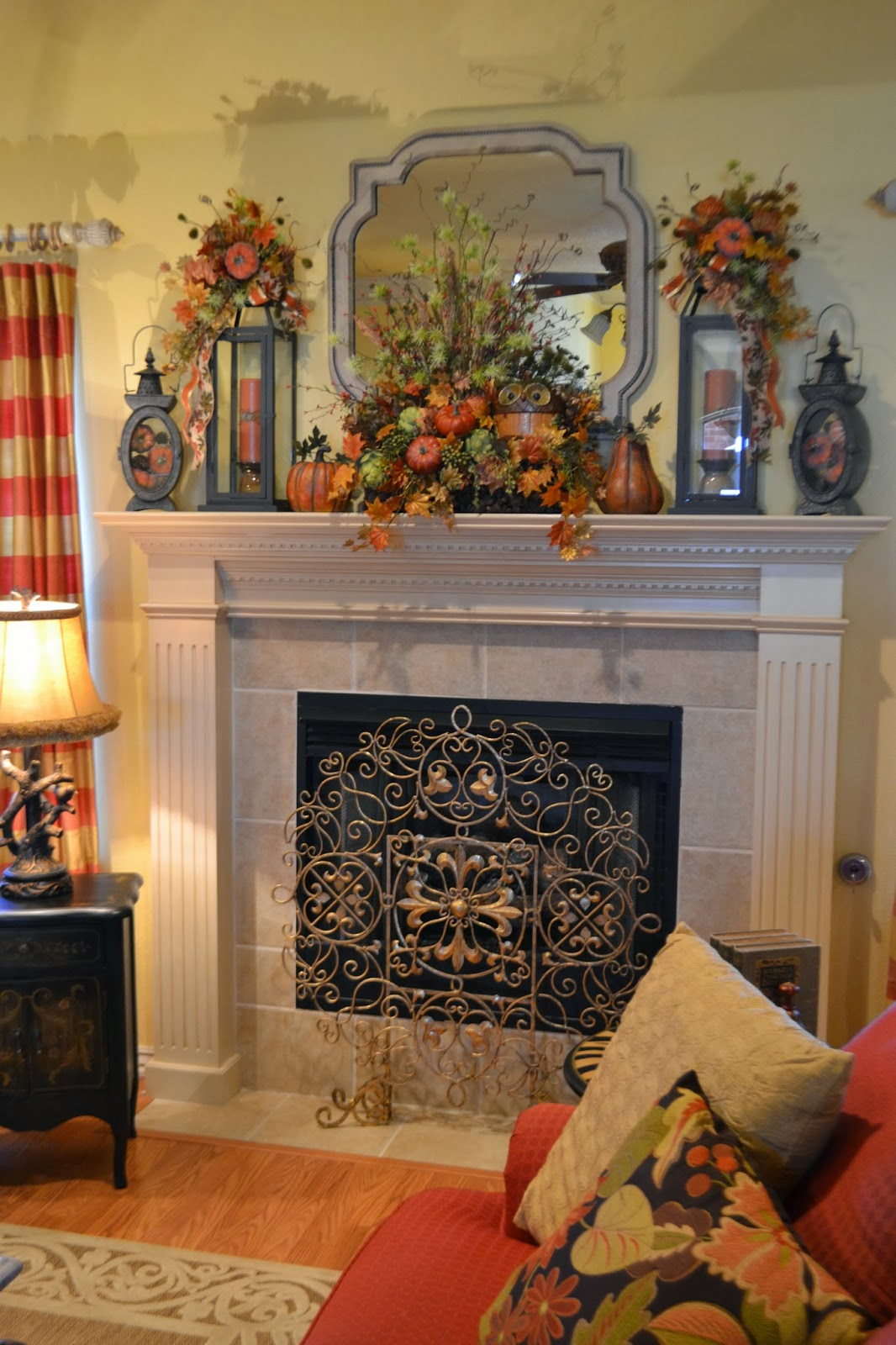 Living Rooms With Thanksgiving Decor