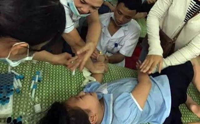 Lực y tế cấp cứu cho nạn nhân