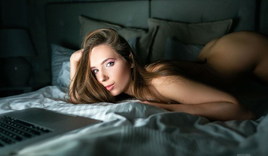 https://www.glamourcams.live/chat/MissLiara