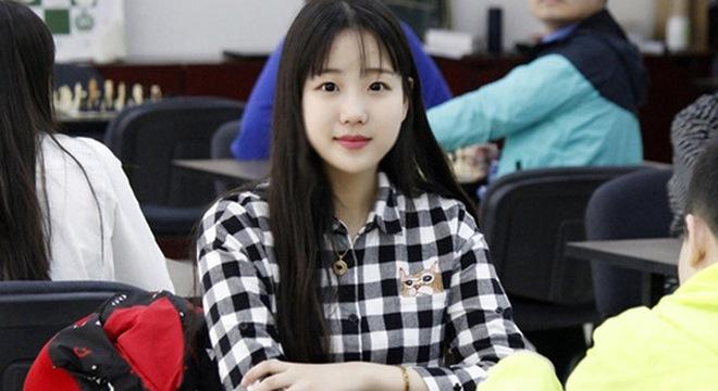 Gương mặt xinh hút hồn của thiếu nữ đánh cờ vua đến từ Trung Quốc