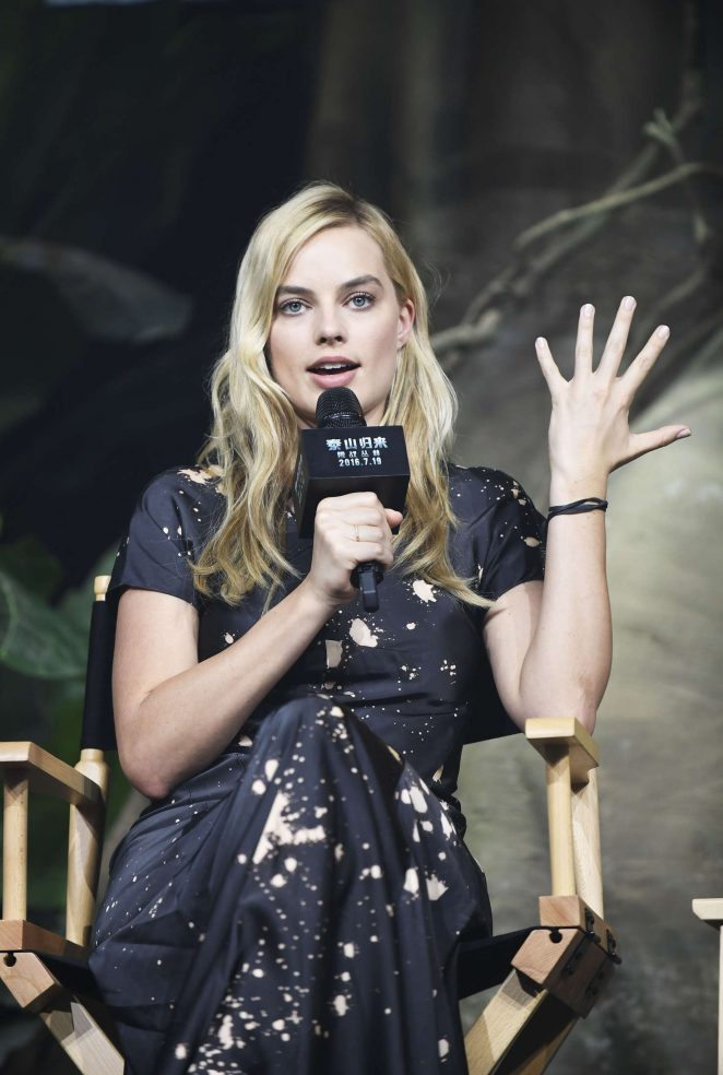 Margot Robbie promotes new movie in Beijing
