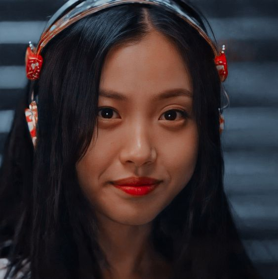 Go Min Si sebagai Lee Eun-Yu : Karakter Drama Korea Sweet Home