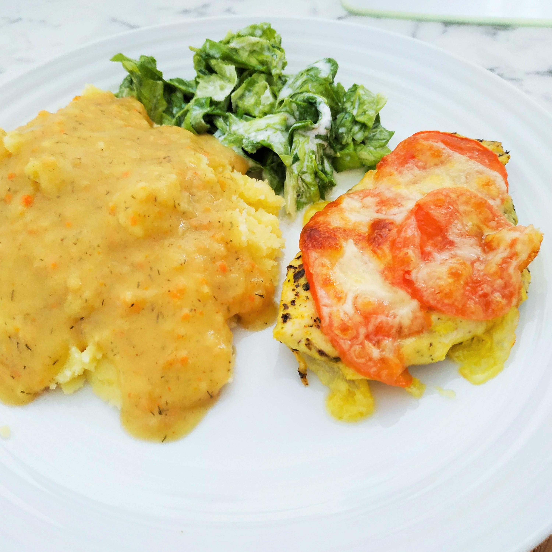 Filety z kurczaka z pomidorami i mozzarellą