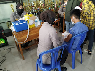 Bentuk Herd Immunity, Polres Pelabuhan Makassar Terus Galakkan Vaksinasi Door to door