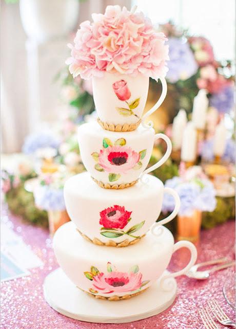 Pastel de boda con pisos en forma de tazas - Foto: Roberta Facchini