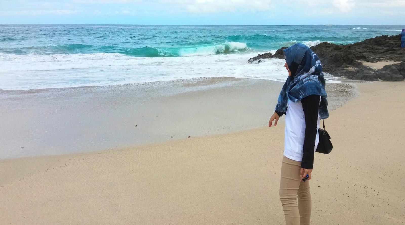 cewek cantik hijaber manis di pantai ini seksi