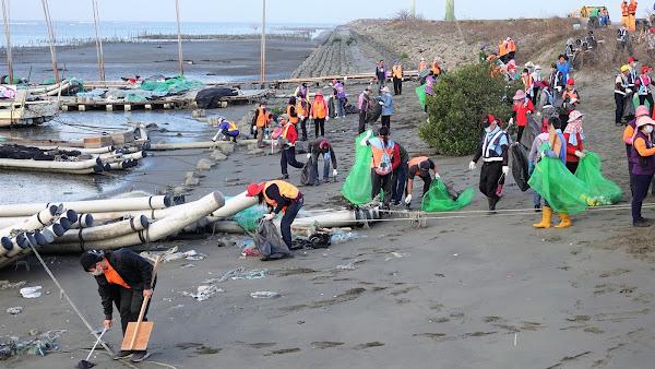 鹿港鎮秋季淨灘守護海洋 清1760公斤海洋垃圾