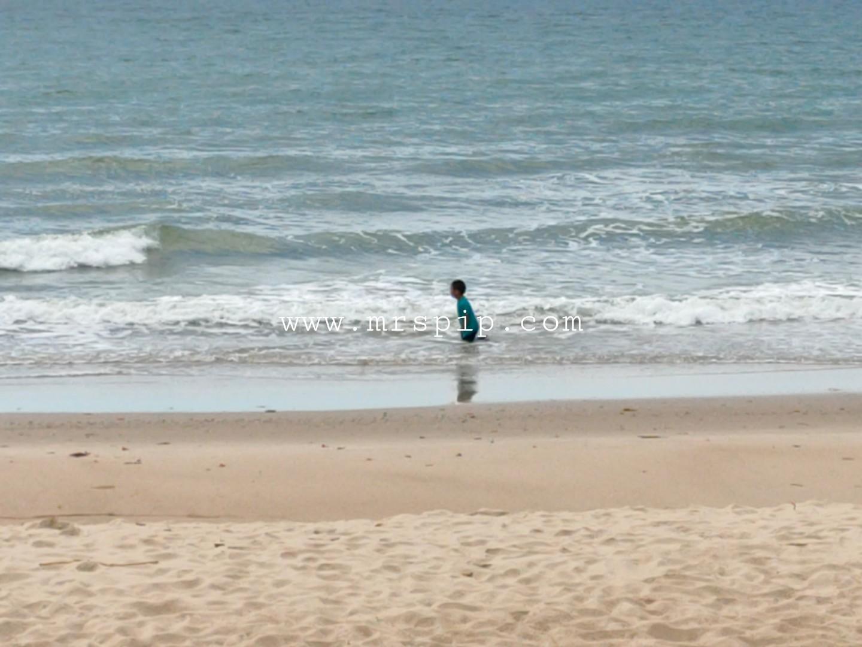 laut biru dan bersih di tempurung seaside lodge kuala penyu