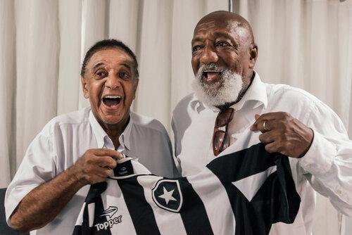 Com a morte de Agnaldo Timóteo o Botafogo perde um de seus torcedores-símbolo e o Brasil um grande cantor popular