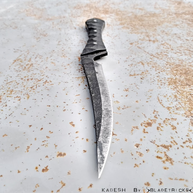 Custom tactical knife fighter