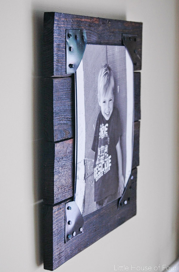 turn old pallets into the perfect rustic picture frames little house of four