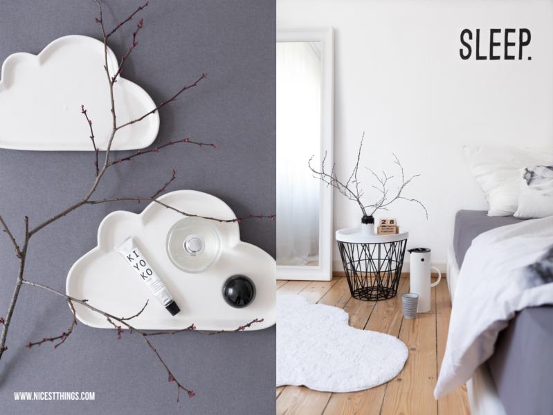 Wolkenteller Impressionen weißes Schlafzimmer Drahtkorb Tisch