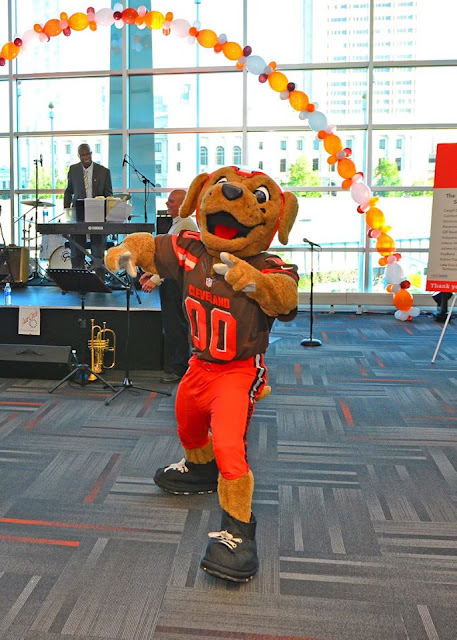 Taste of the Browns, Browns mascot, Chomps