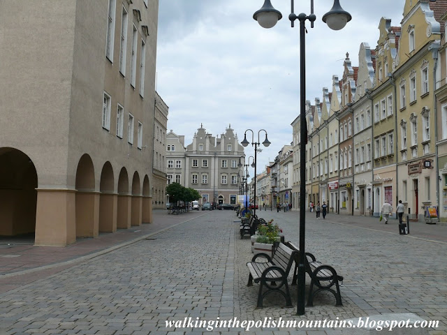 https://walkinginthepolishmountains.blogspot.com/2018/07/opole.html