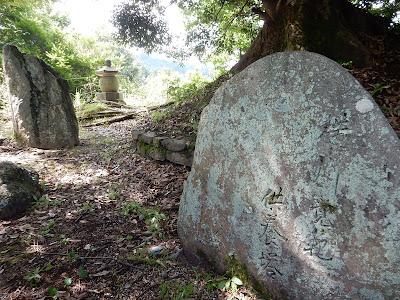 吉野山:横川覚範の首塚