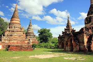 Restos de templos en Ava (Myanmar)