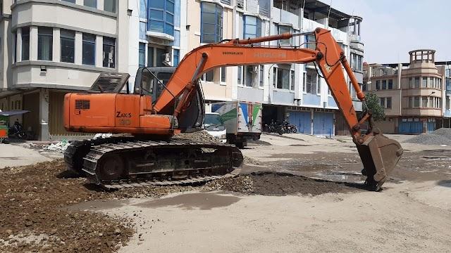 Warga Palem Seribu Ruko Gotong Royong Perbaikan Jalan Area Komplek