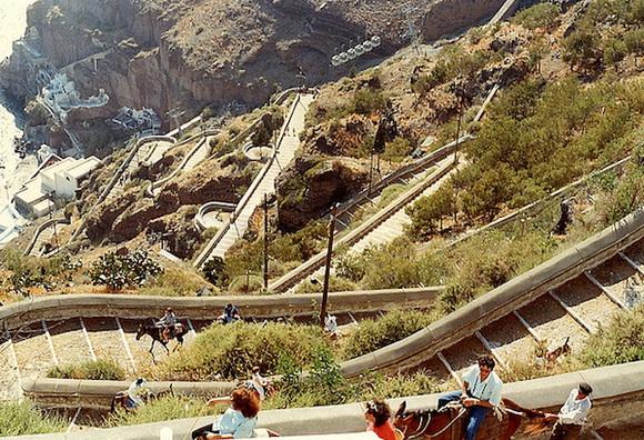 Asal Usul Jalan Setapak di Santorini, Yunani