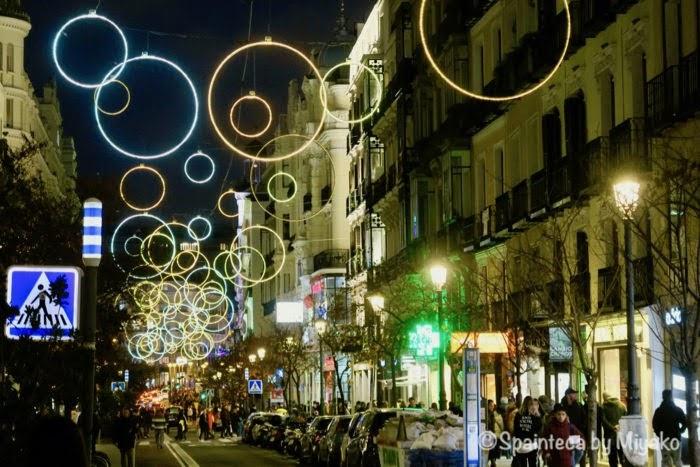 マドリードの中心街マヨール通りのクリスマス・イルミネーション