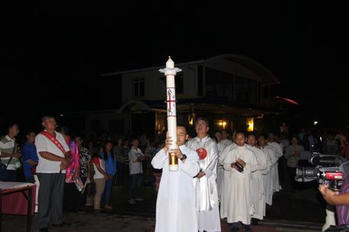 Lilin Paskah di Malam Cahaya, Kemenangan Kristus Atas Kegelapan