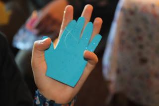 Comparação entre a primeira mão de goma eva e a mão atual