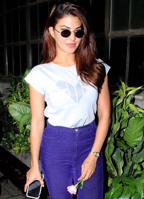 jacqueline-fernandez-unhurt-in-mumbai-car-accident