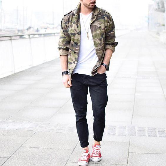 look masculino com tênis vermelho