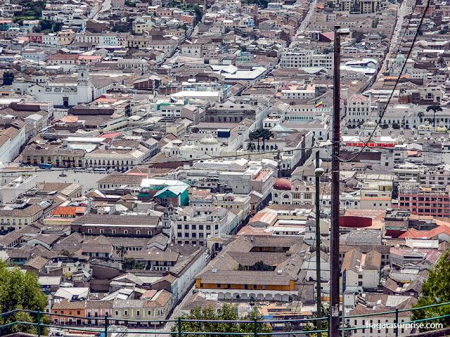 Quito vista do morro El Panecillo, onde está a Virgem Alada