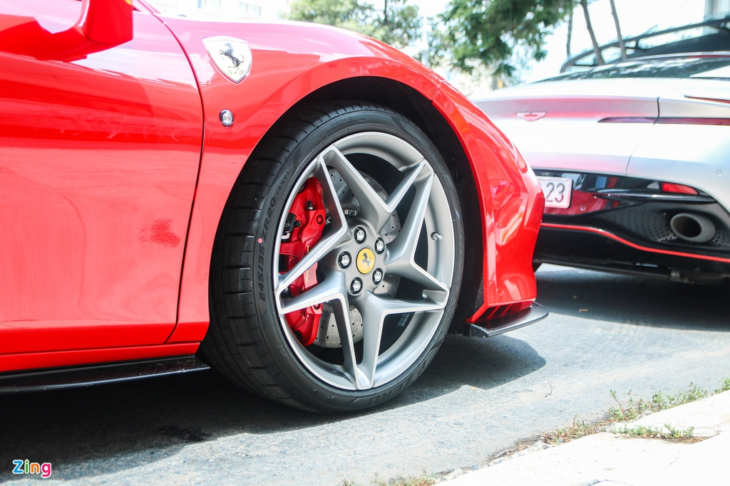 Ferrari F8 Tributo đầu tiên VN tụ họp cùng dàn siêu xe tại TP.HCM